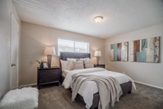 Bedroom at Listing #136341