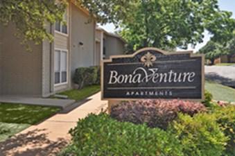 Westdale Hills Bonaventure at Listing #144861