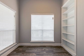 Bedroom at Listing #141370