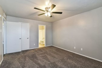 Bedroom at Listing #136540