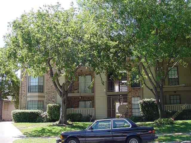 Exterior 2 at Listing #136220
