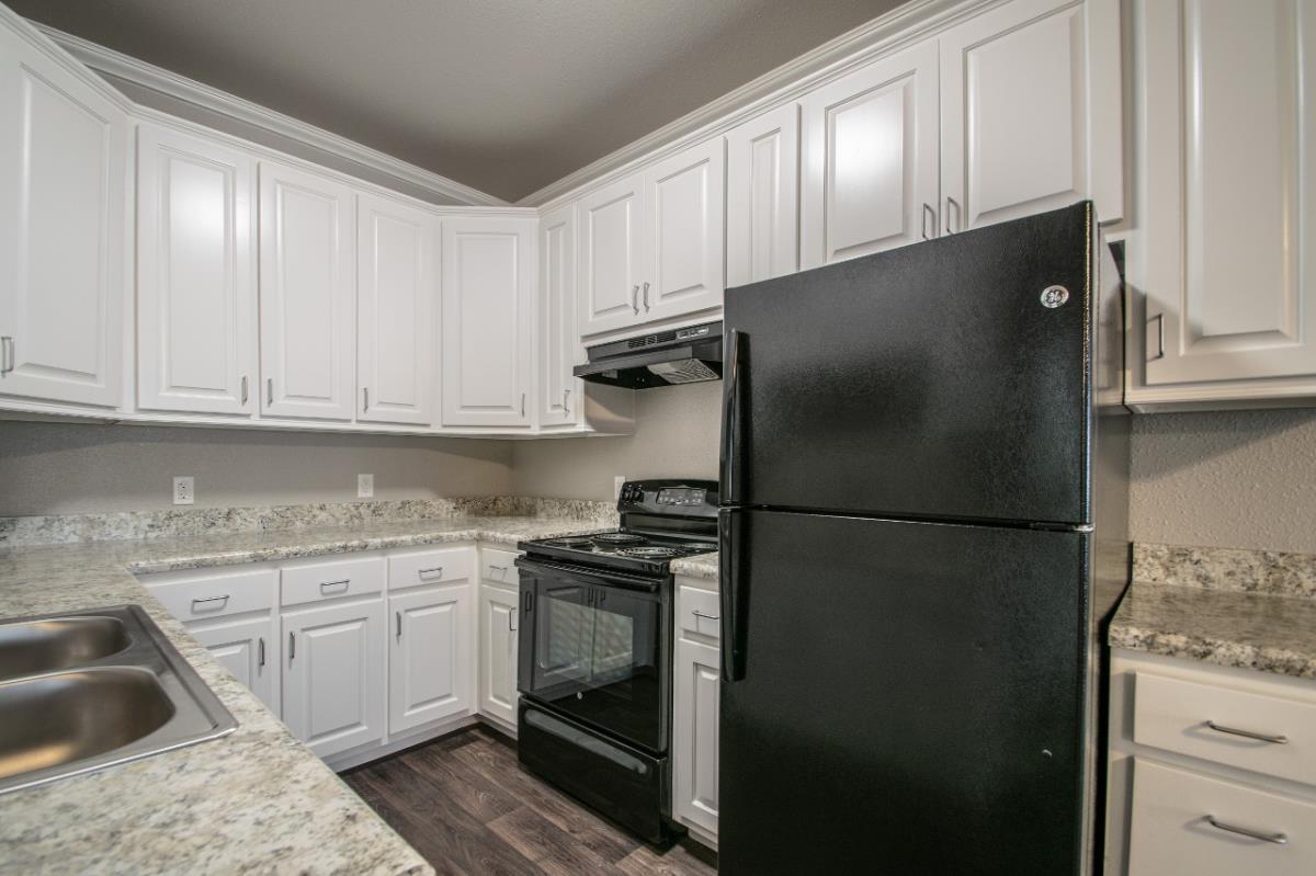 Kitchen at Listing #136058