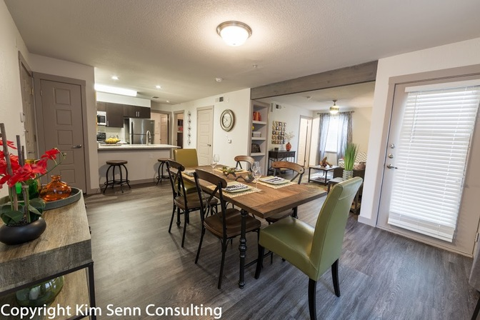Dining at Listing #140795