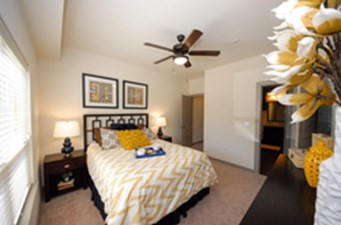 Bedroom at Listing #276052