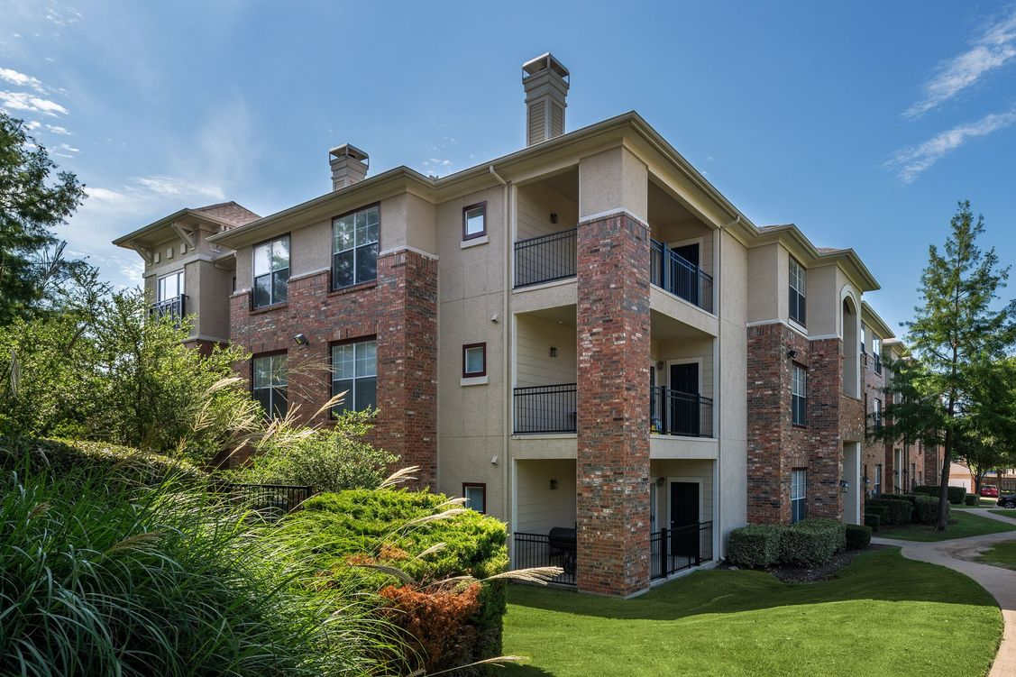 Exterior at Listing #138080