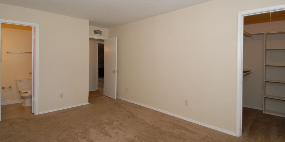Bedroom at Listing #136072