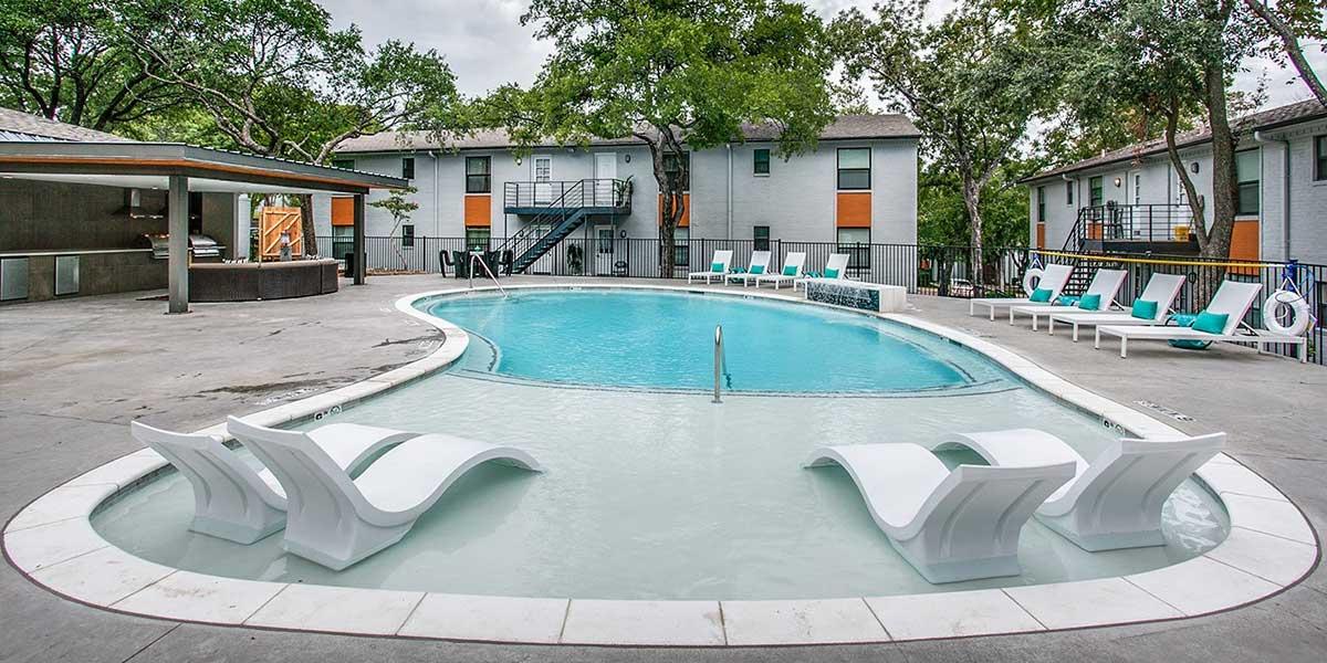 Pool at Listing #137134