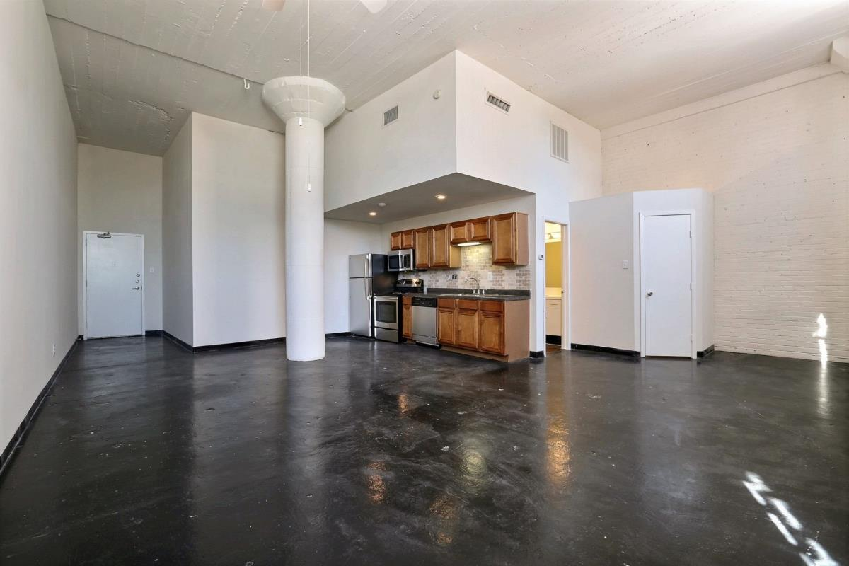 Living/Kitchen at Listing #138208