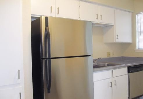 Kitchen at Listing #137096