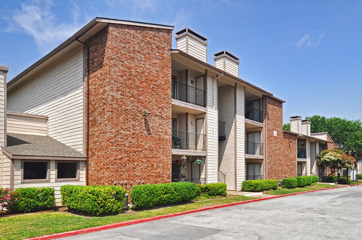 Montfort Crossing Apartments Dallas TX