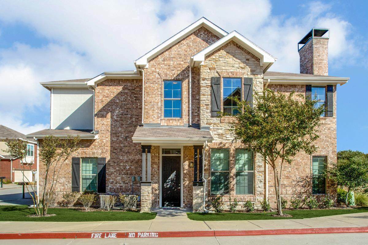 Exterior at Listing #242933