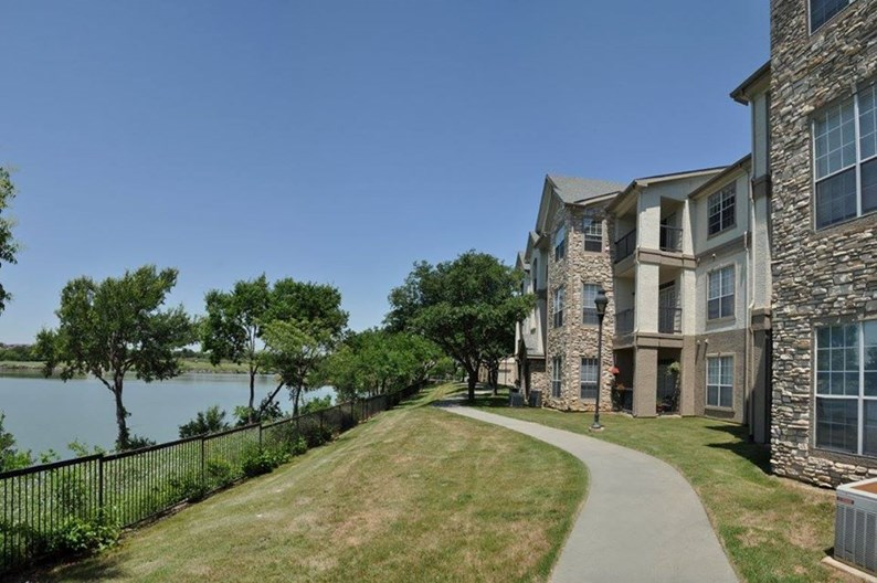 Lake Pointe Apartments
