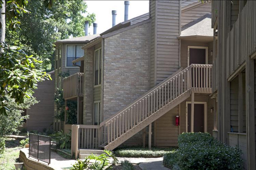 Exterior at Listing #139277