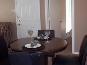 Dining at Listing #137298