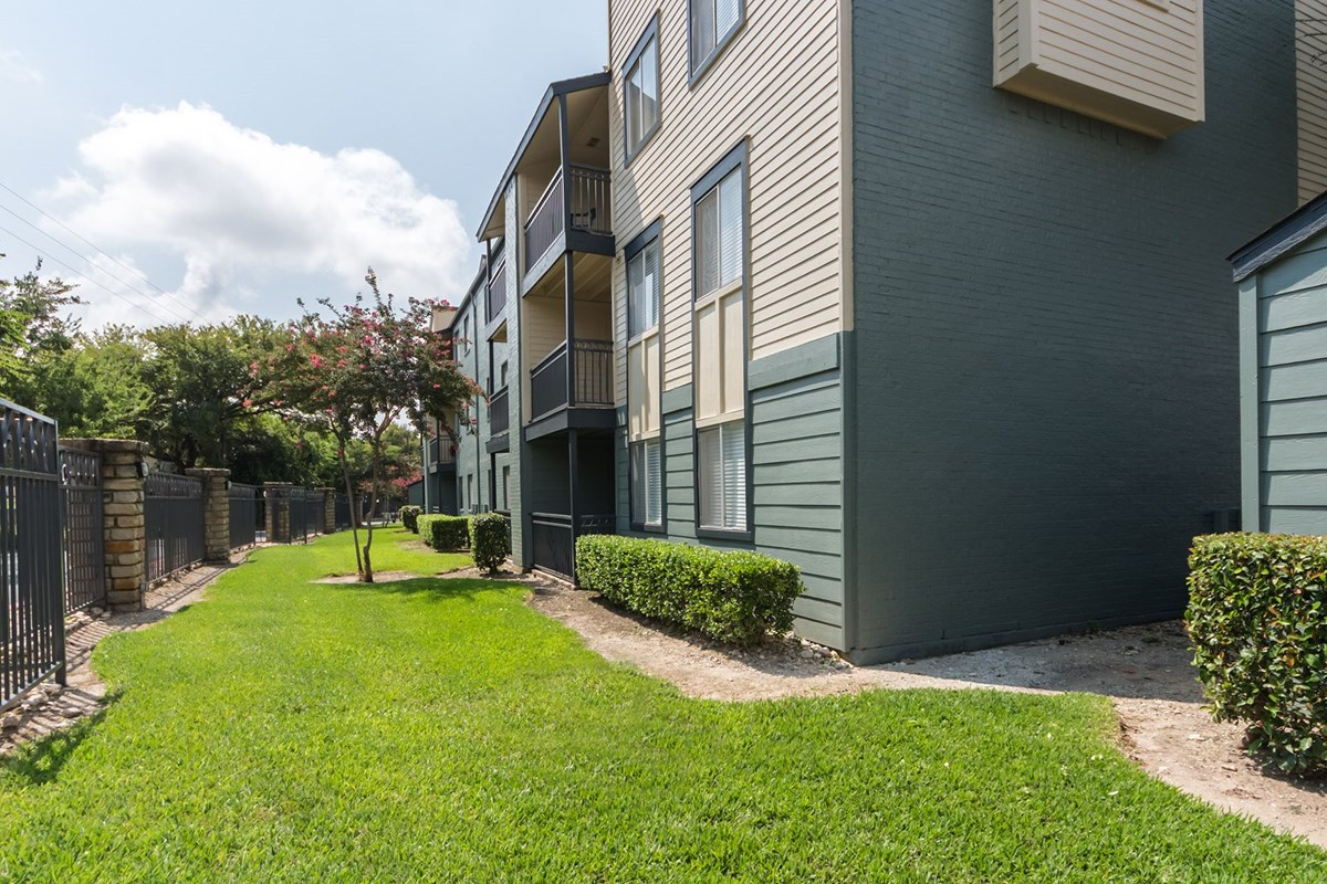 Exterior at Listing #135667