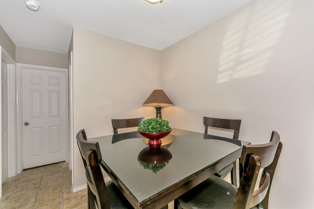 Dining at Listing #136841