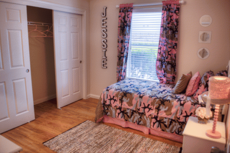 Bedroom at Listing #147049