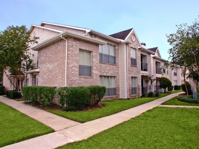 Exterior at Listing #139027