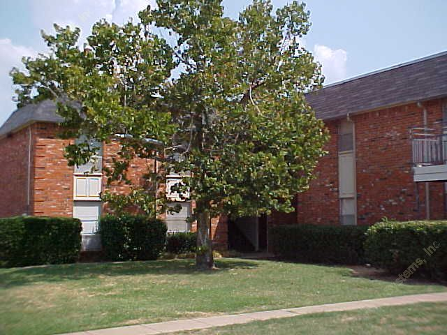Exterior at Listing #136736