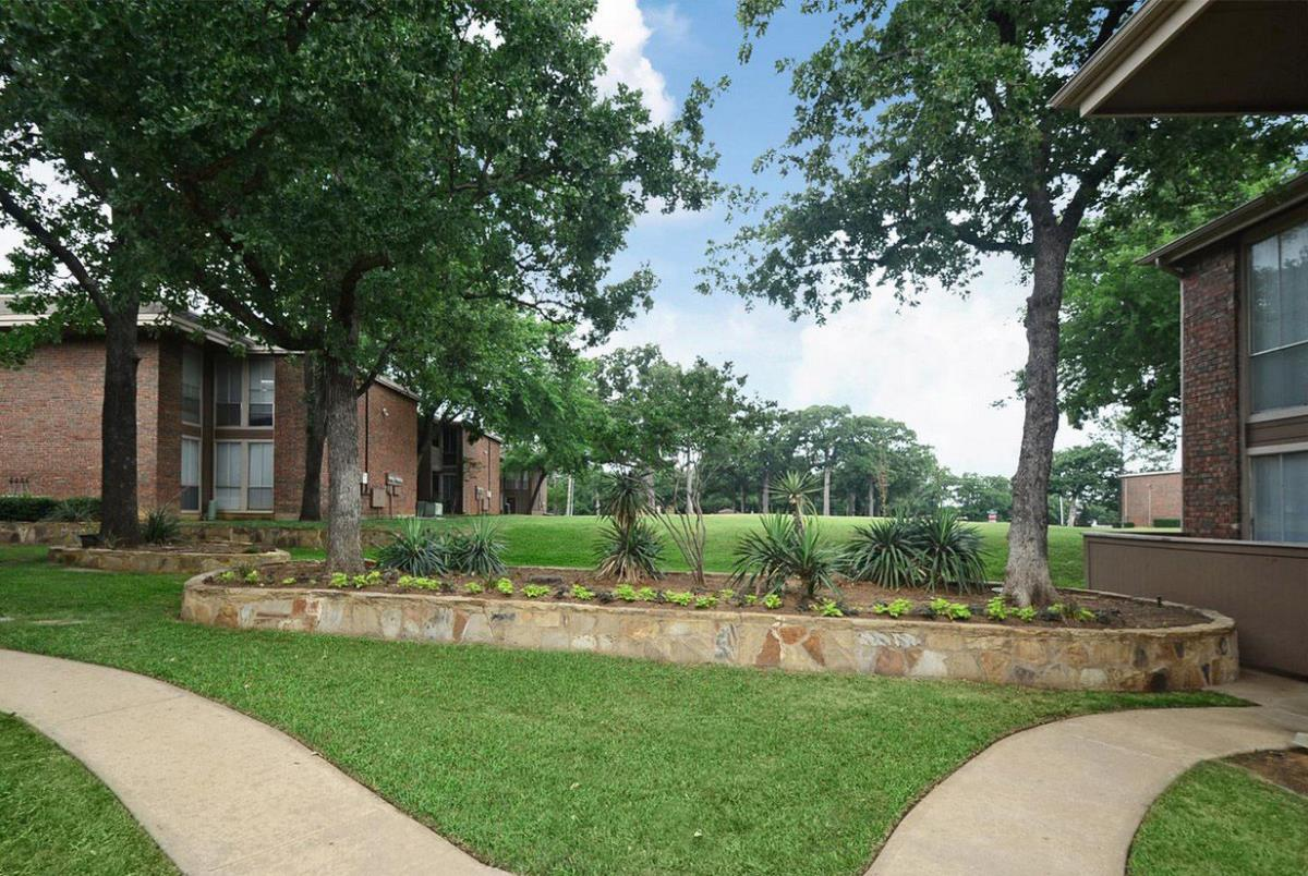 Courtyard at Listing #137551