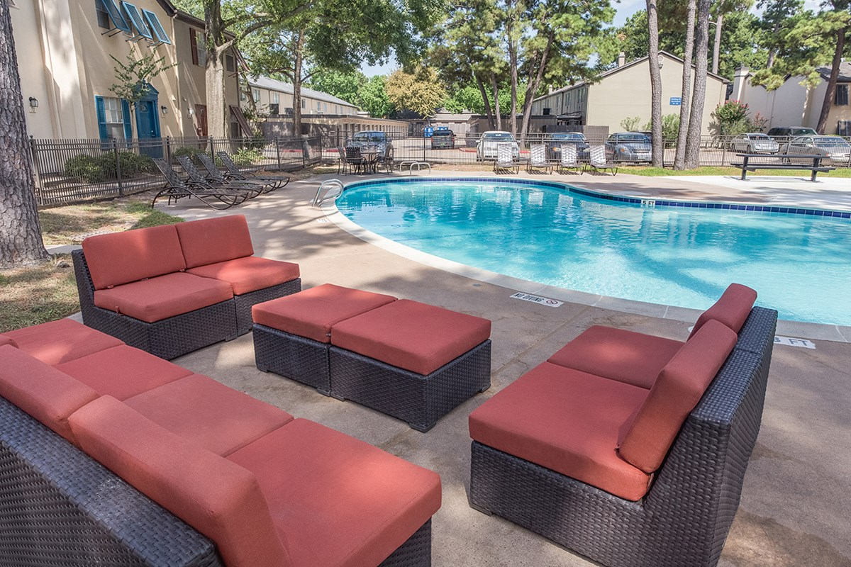 Lounge at Listing #139526
