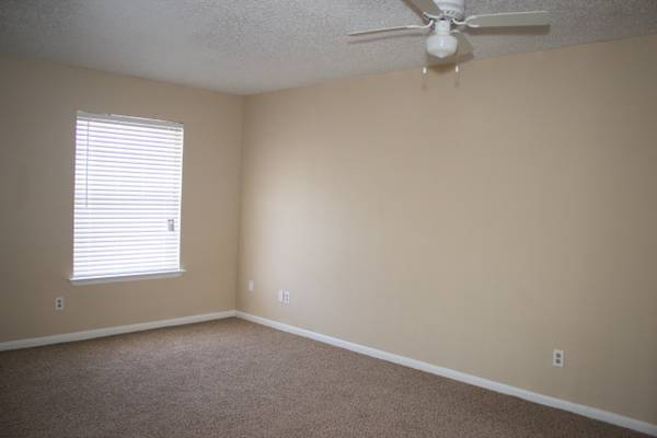 Bedroom at Listing #137145