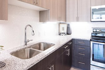 Kitchen at Listing #299572