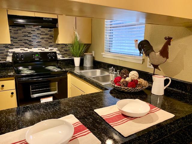 Kitchen at Listing #136586