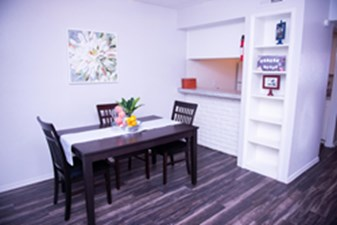 Dining at Listing #139846
