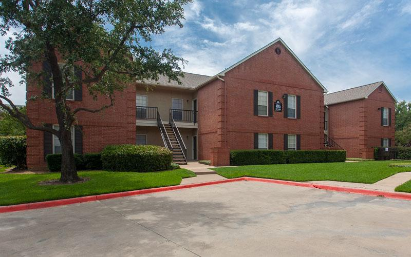 Exterior at Listing #136968
