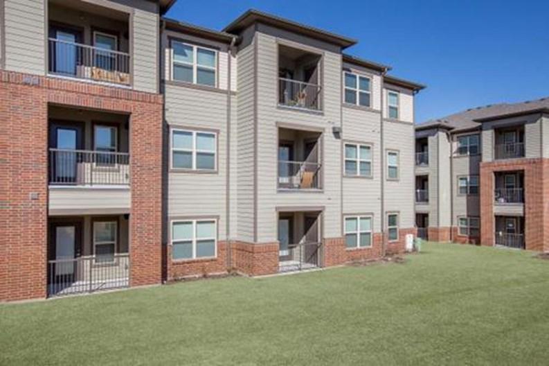 Hutchins Gateway Apartments