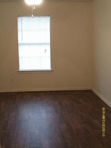 Bedroom at Listing #144343