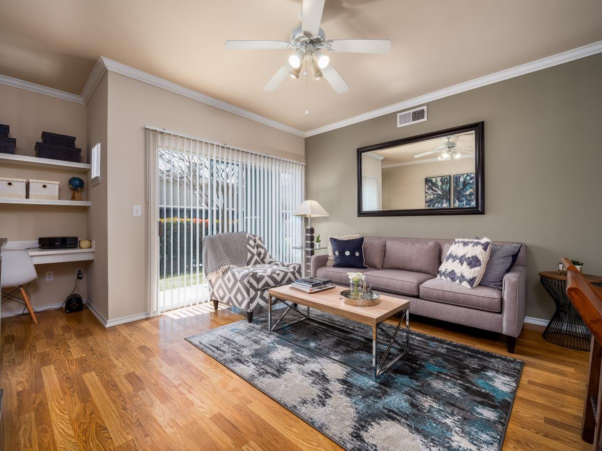 Living at Listing #144699
