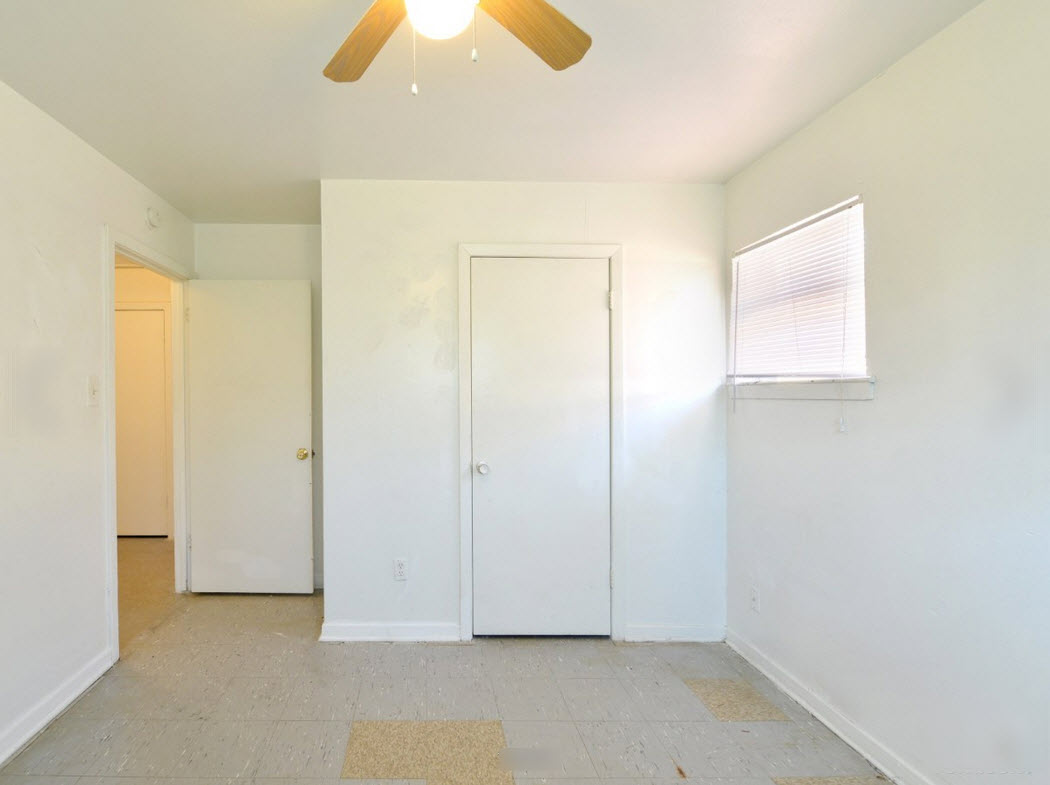 Bedroom at Listing #269469