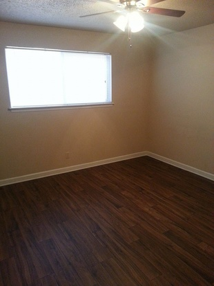 Bedroom at Listing #141214