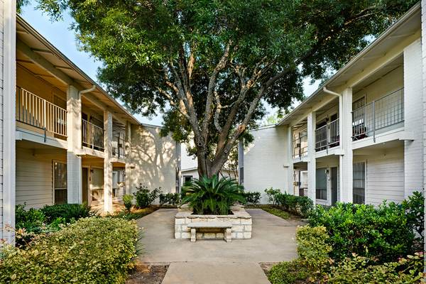 Exterior at Listing #140211