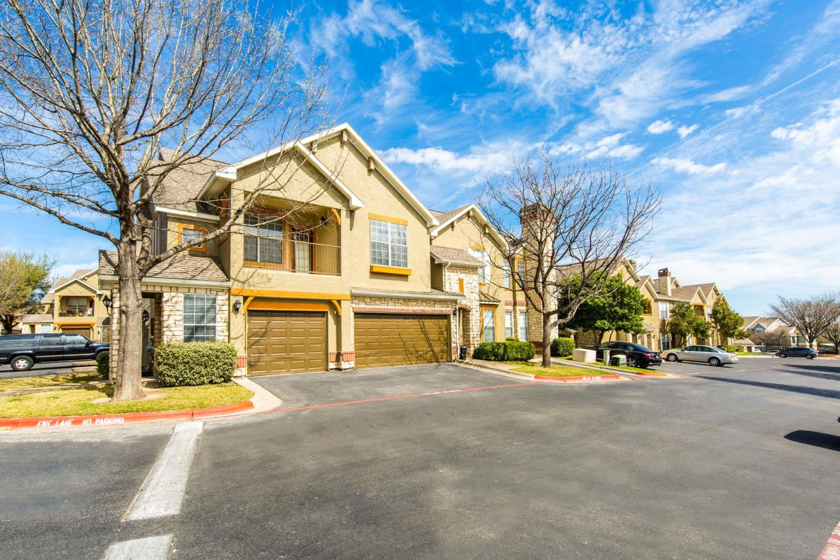 Exterior at Listing #140685