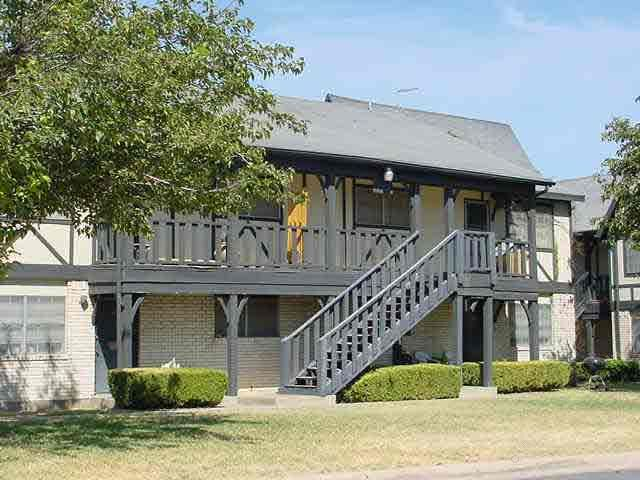 Country Day Apartments , TX