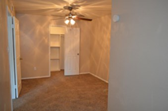 Bedroom at Listing #136378