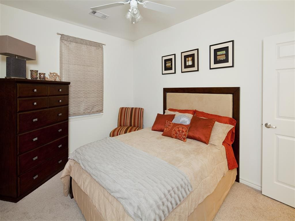 Bedroom at Listing #150368