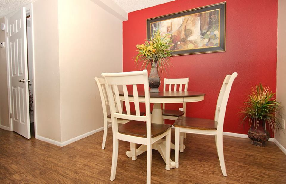 Dining at Listing #141169