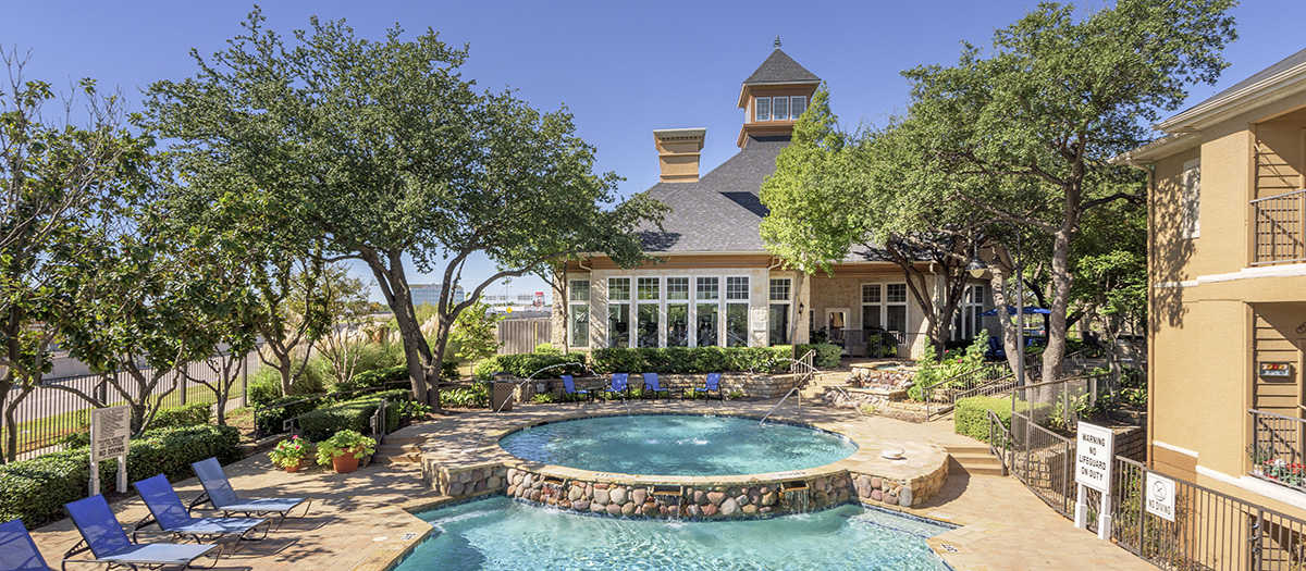 Colonial Village at Willow Creek Apartments Bedford TX