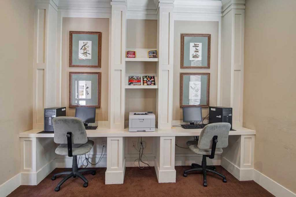 Business Center at Listing #145178