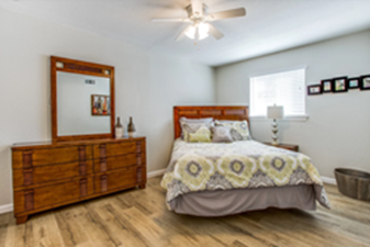 Bedroom at Listing #213376