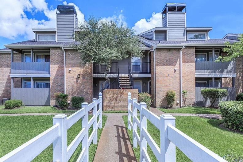 Angleton Manor Apartments