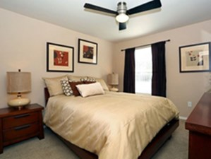Bedroom at Listing #140600