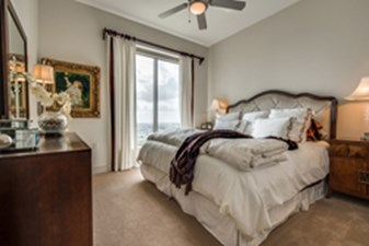 Bedroom at Listing #146430