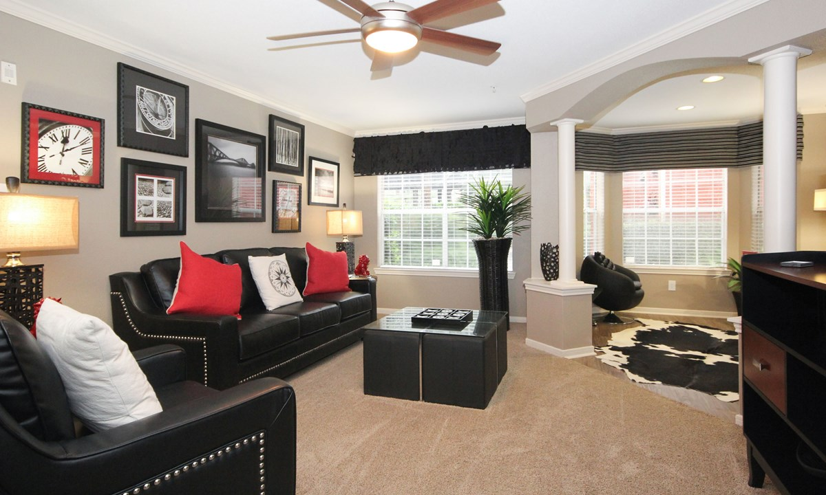 Living at Listing #139661
