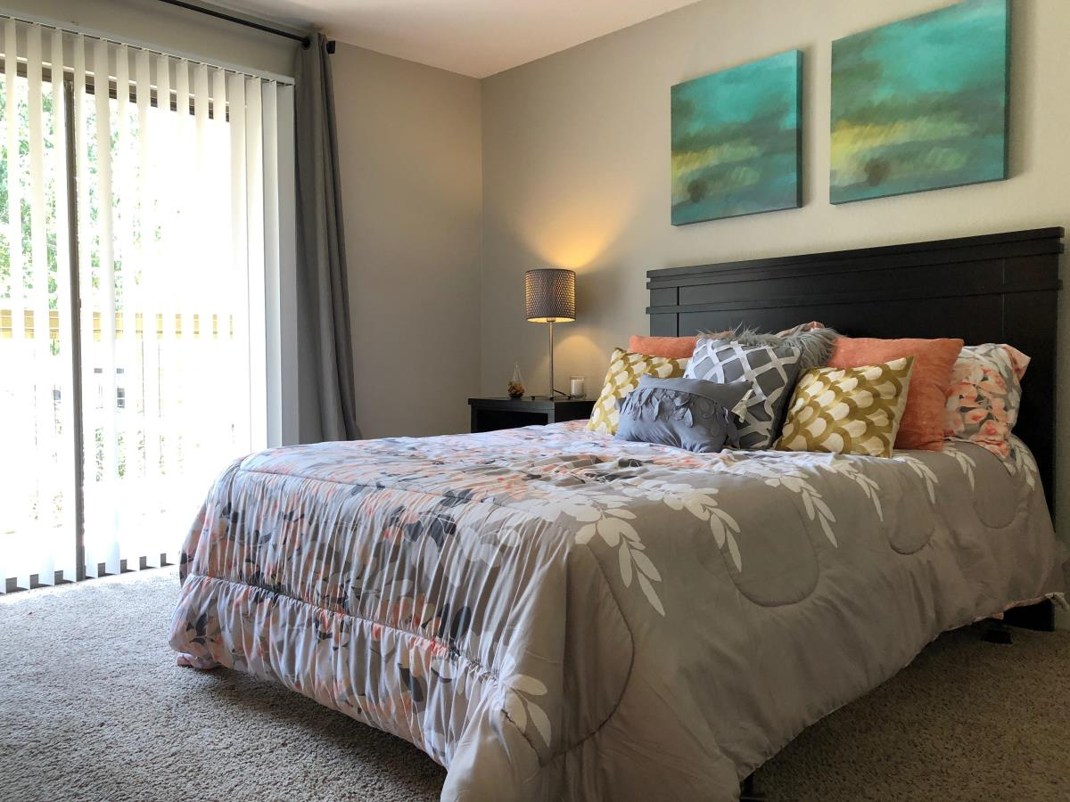 Bedroom at Listing #140372