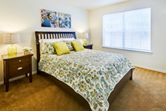 Bedroom at Listing #144094